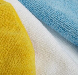 AmazonBasics Blue and Yellow Microfiber Cleaning Cloth,Multicolor, 24-Pack